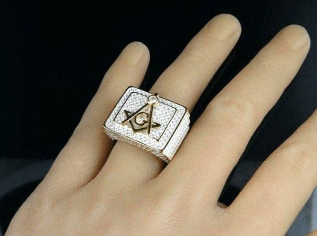 Коктейльные кольца — для тех, кто обожает эпатаж