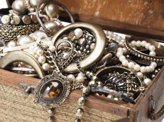 Как хранить ювелирные изделия правильно