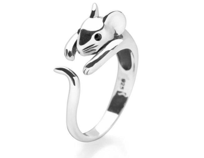 Что купить дочке на Новый год в ювелирном магазине. Кольцо с символом года.