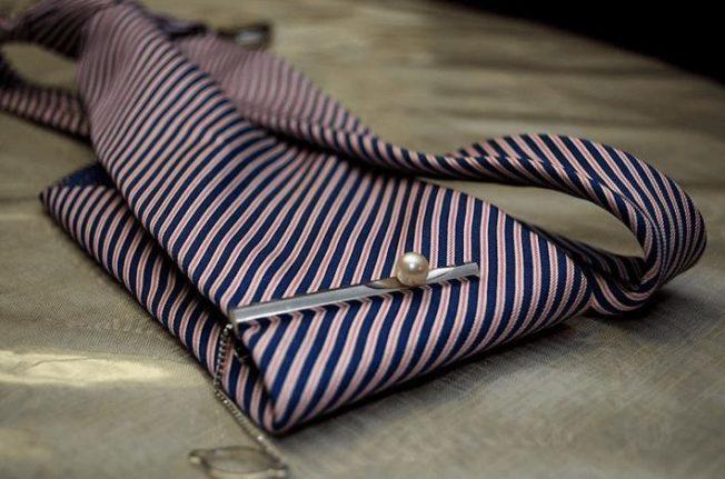 Зажим для галстука: базовые правила выбора мужского аксессуара