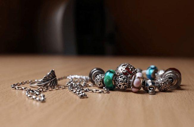 Мягкий браслет: украшение, которое идет всем