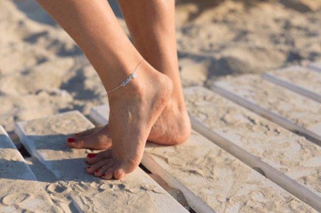 Анклеты, или браслеты на ногу: как носить, чтобы не выглядеть пошло