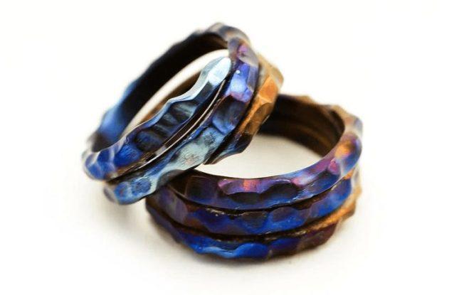 Титановые кольца: синие, зеленые и не только