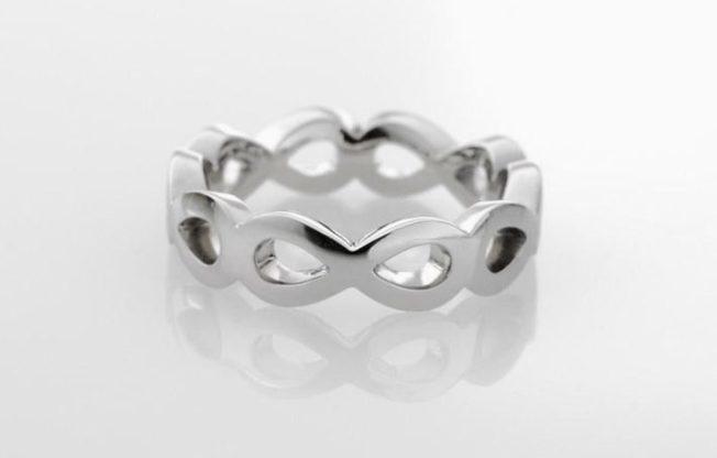 Кольцо со знаком бесконечности — подарок тому, с кем не хочется расставаться