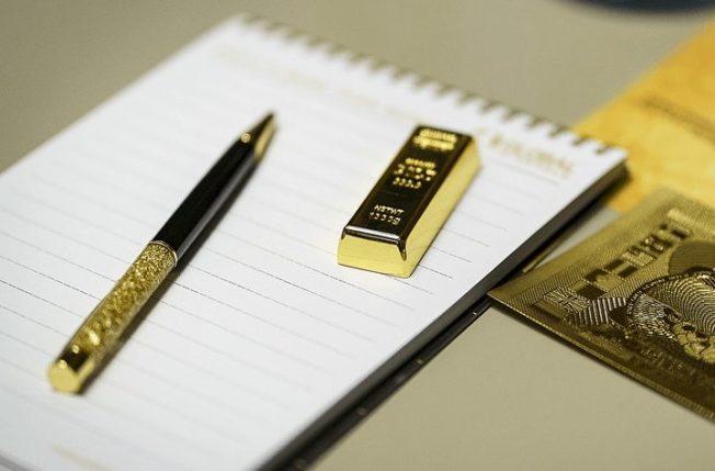 От чего зависит цена на золото
