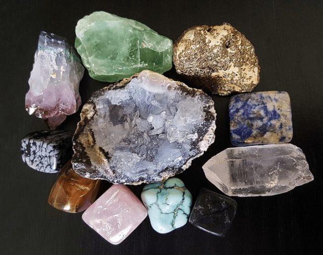 Какие камни считаются драгоценными, а какие — нет
