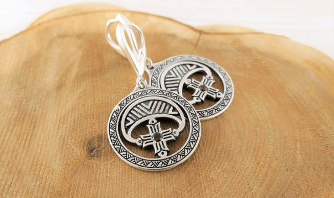 Серьги Лунница — украшение, известное с бронзового века