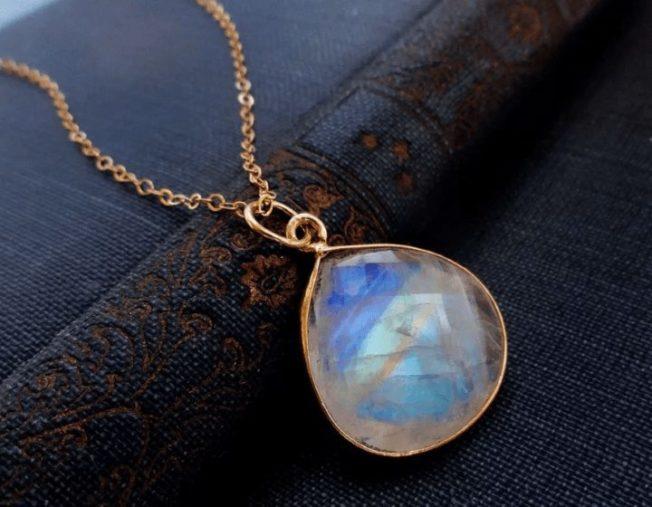 Адуляр — самый известный лунный камень