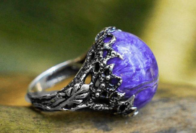 """Чароит — """"магический"""" камень, добываемый только в России"""