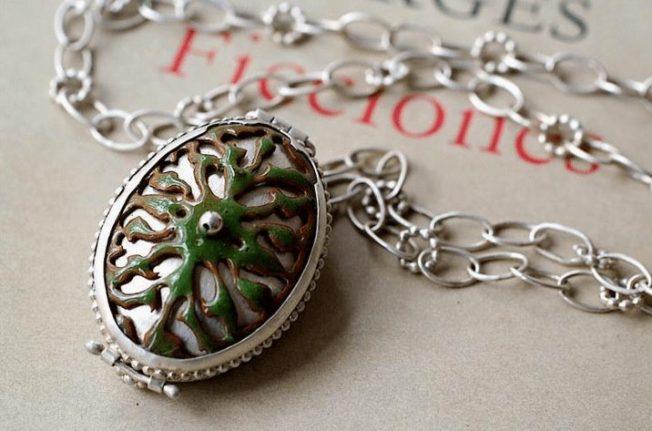 Медальон — украшение, которое хранит тайну