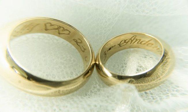 Как правильно носить обручальные кольца: традиции, суеверия, приметы