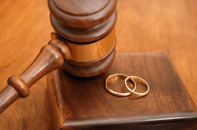 Кольцо по случаю развода: модный тренд