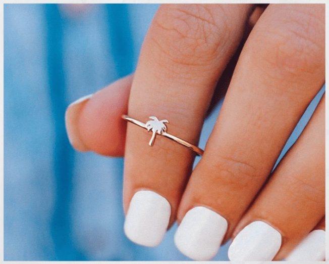 Как снять кольцо с пальца, если оно застряло