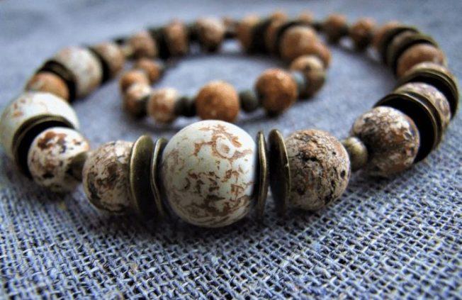 Окаменелое дерево - древесный камень возрастом в миллионы лет