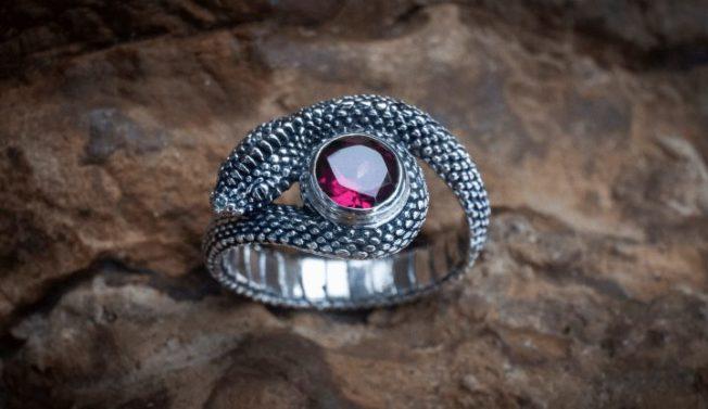 Кольцо-змея — символ мудрости и силы
