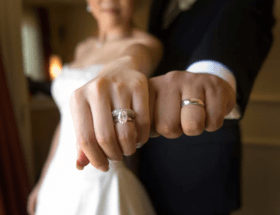 Можно ли носить обручальные кольца до свадьбы: народные приметы