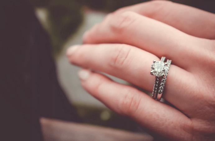 Кому можно носить обручальные кольца до свадьбы