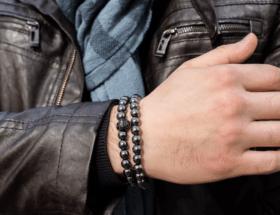 На какой руке мужчине следует носить браслет