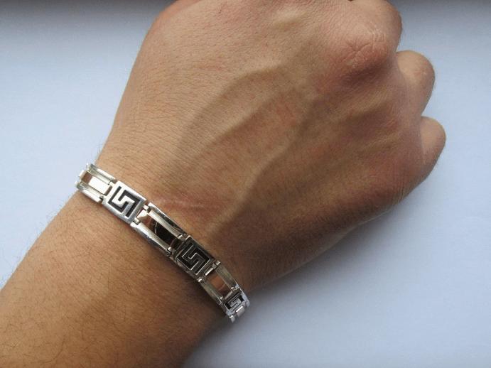 Как лучше носить браслеты мужчинам, и какой материал выбрать