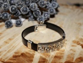 Каучуковый браслет: недорогой и стильный