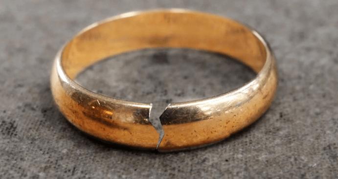 Лопнуло обручальное кольцо: что это значит?