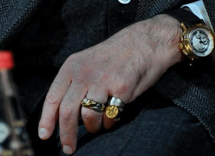 Кольцо на мизинец – каким оно должно быть?