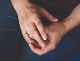 Что будет, если носить обручальное кольцо, не снимая
