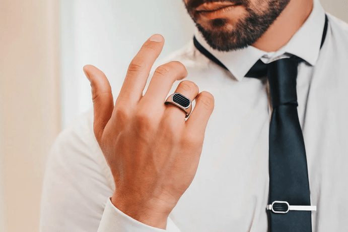 На каком пальце носят печатку мужчины?