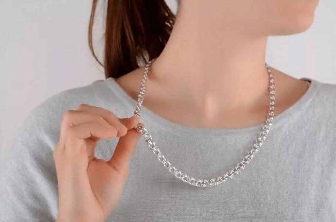 Причины почернения серебряной цепочки на шее