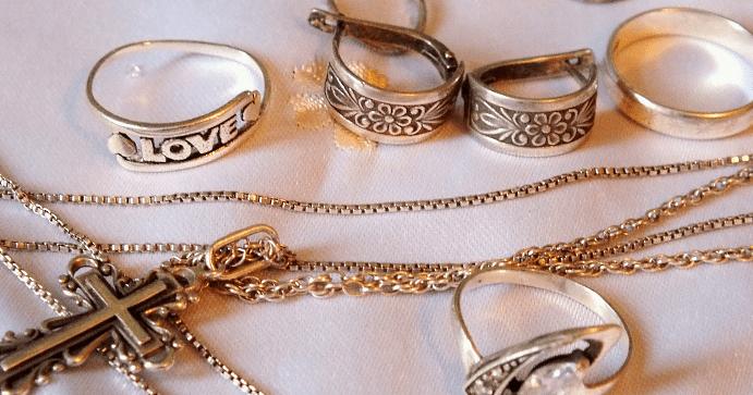 Почему чернеет серебро и как справиться с этой проблемой
