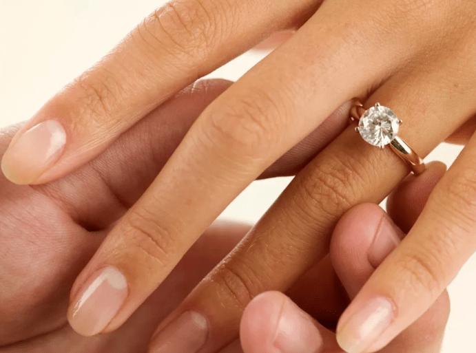Можно ли дарить кольца: приметы и суеверия