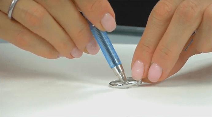 Как узнать какой размер кольца у девушки: другие методики