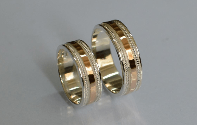 Обручальное кольцо из серебра с золотом