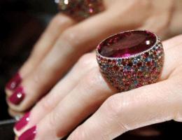 Рубеллит — красноватый минерал из ада