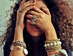 На какой руке стоит носить браслет, чтобы привлекать удачу?