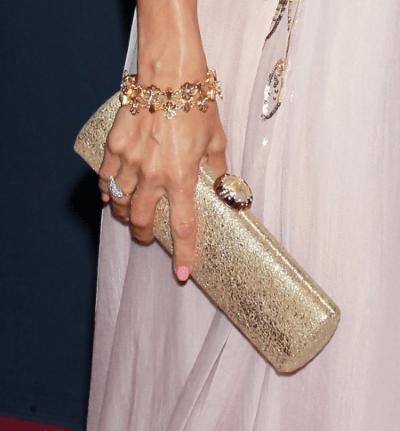На какой руке носить золотой браслет женщине правильно?