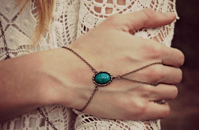 История и особенности ношения браслета с кольцом