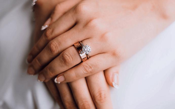 Приметы и суеверия – можно ли поменять обручальное кольцо? Допустимо ли снимать кольцо?