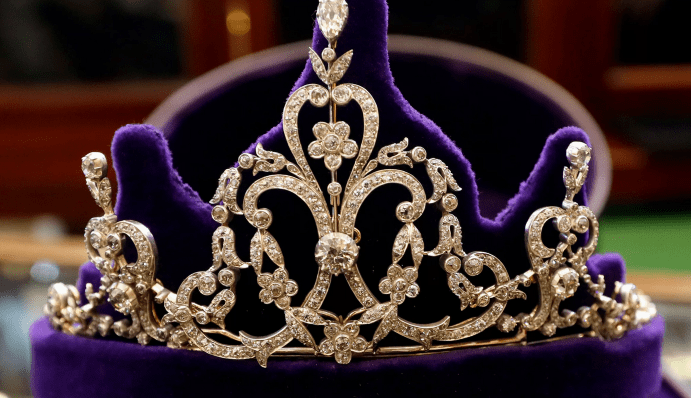 Чем отличается тиара от диадемы и короны