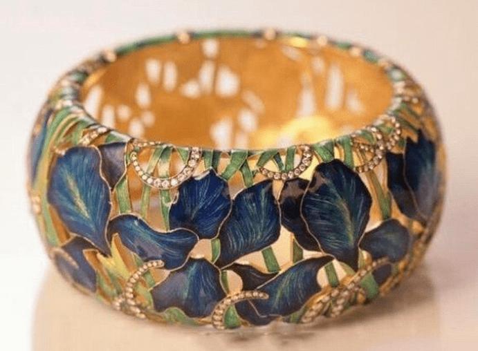 Обручальные кольца с эмалью — для самых ярких пар. Особенности ухода