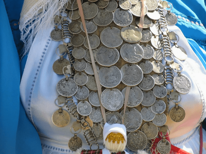 Украшения из монет: мода на все времена