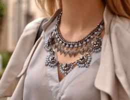 Нагрудное ожерелье: максимум внимания к зоне декольте