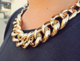 Как носить объемные цепи