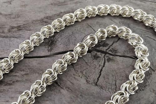 Серебряные цепочки – самые популярные виды плетения. Роза, ромашка