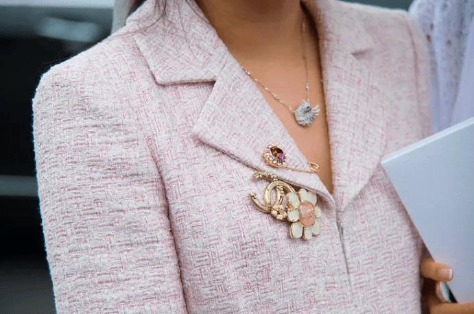 13 оригинальных способов носить брошь