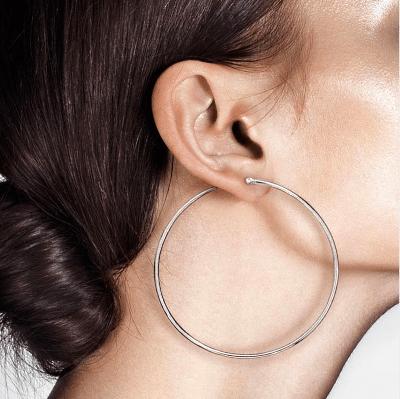 Как правильно надеть серьги-кольца: подготовка аксессуаров