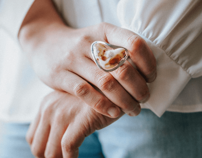 Белый янтарь — самая дорогая разновидность янтаря