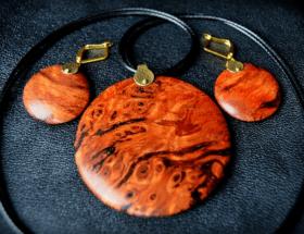Дерево в ювелирных украшениях: варианты использования, свойства, правила ухода