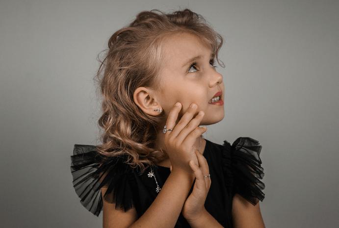 Золотые серьги для девочки 7 лет: лучший подарок