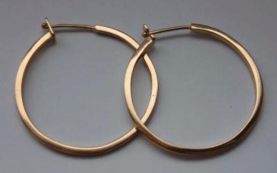 Каких видов бывают красивые золотые серьги? Кольца, конго